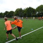 Voetbalduel op de Sport en speldag